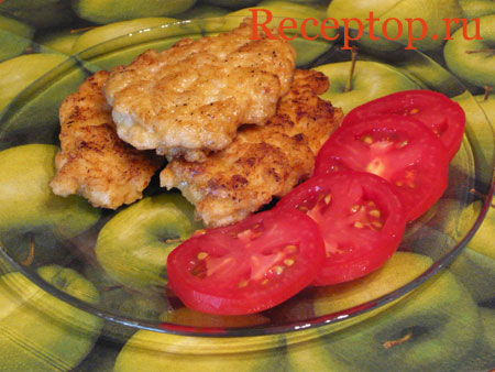на фото вкусные куриные котлеты с помидорами