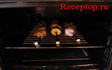 на фото шампуры с мясом в духовке