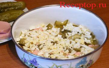 на фото овощи для мясного салата в миске