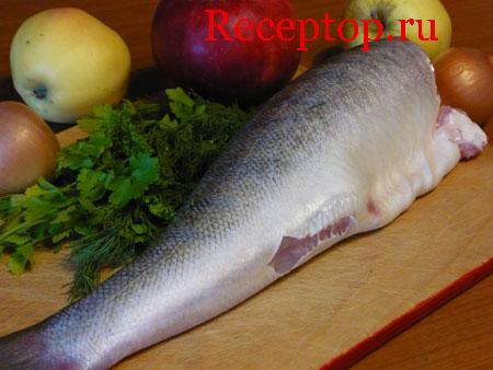 на фото рыба (судак), яблоки, укроп, лук