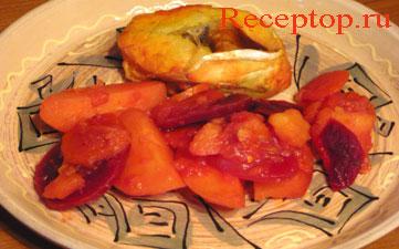 на фото отварной судак с овощами в тарелке
