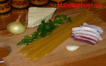 на фото букатини с салом(грудинка), брынзой, чесноком и петрушкой, начало