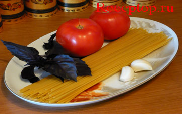 на фото спагетти с помидорами, начало