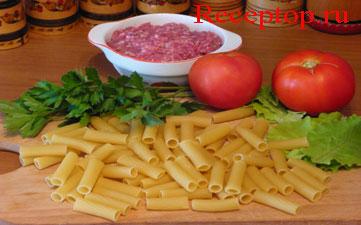 на фото паста тортиглиони, мясной фарш, помидор, сельдерей, начало