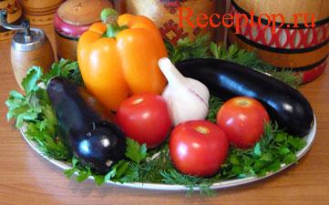 на фото два баклажана, три помидора, головка чеснока, сладкий перец и зелень петрушки с укропом