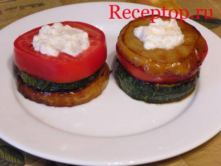 на фото микс из яблока, кабачка и помидора