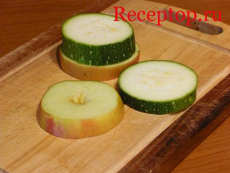 на фото кружочки яблока и кабачка