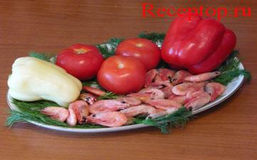 на блюде лежит три помидора, два сладких перца и двести грамм неочищенных креветок