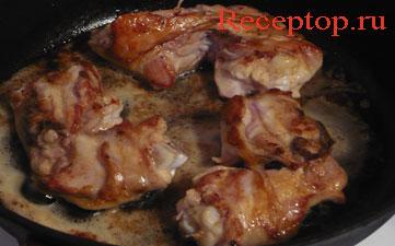 на фото куриные бедра, надрезанные наполовину