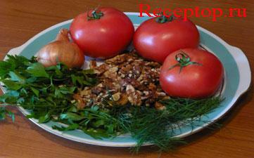 на большом блюде лежат три помидора, луковица, очищенные грецкие орехи, укроп, петрушка